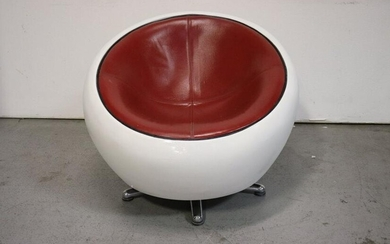 80s Italian Leather Swivel Chair in the Manner of Aero