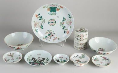 9x Chinese porcelain. 19th century. Consisting of: Three bowls, stacking box, two bowls, pattipan and two plates. Various decors. Bottom marks. Some chips possible. Size: 8 - 24 cm. In good condition.