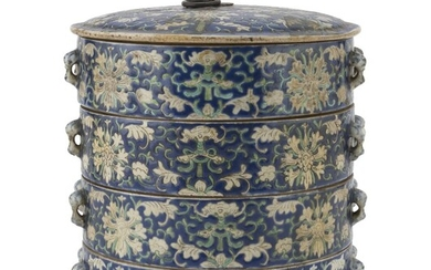 A CHINESE POLYCHROME ENAMELED PORCELAIN SET OF FOUR STACKED BOWLS WITH COVER 20TH CENTURY