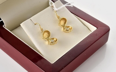 A PAIR OF HANDCRAFTED DIAMOND SET CLAM SHELL EARRINGS IN 18CT GOLD, TO SHEPHERD HOOK FITTINGS, BOXED, 4.2GMS