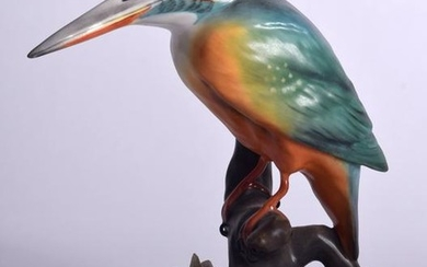 A ROYAL CROWN DERBY PORCELAIN FIGURINE OF A KINGFISHER