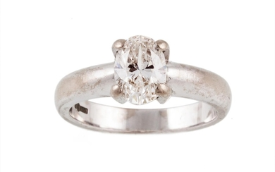 A SOLITAIRE DIAMOND RING, with oval cut diamond of approx. 0...
