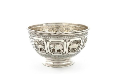 A Victorian silver christening bowl, by the Barnards,...