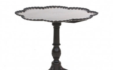 A mahogany tripod tilt top tea table, with piecrust top. Presumably colonial. Chippendale style, 18th century.