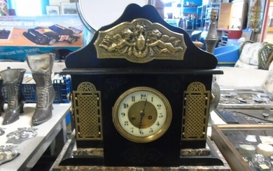 A quality French slate & marble mantle clock working with ke...