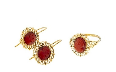 Gold ring and earrings with coral