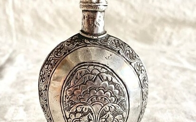 Judaica - A magnificent perfume bottle for Jewish bride- .800 silver - Jewish Moroccan artist- Morocco - Early 19th century