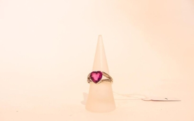 Ring in 18 carat white gold set with a cordiform pink stone and brilliants, t. 54, 6 g approx.