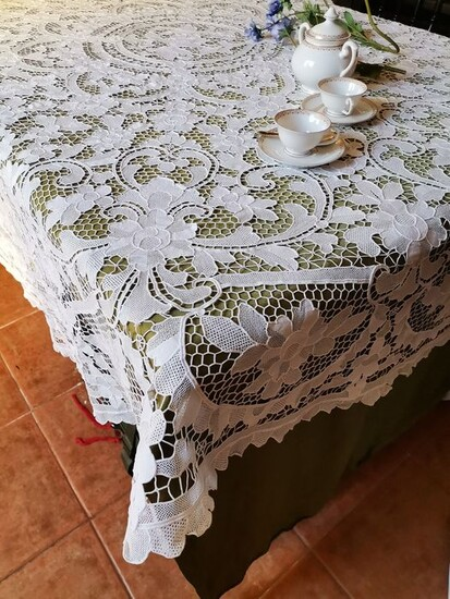 Round Lace Tablecloth From Venice, Round Lace Table Toppers