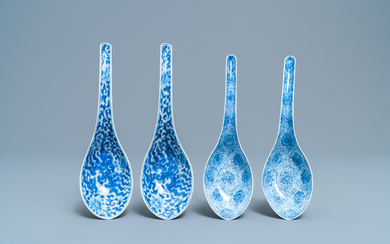 Two pairs of Chinese blue and white spoons, 19th C.