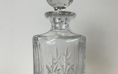 VINTAGE CRYSTAL CLEAR GLASS WINE/ WHISKEY DECANTER