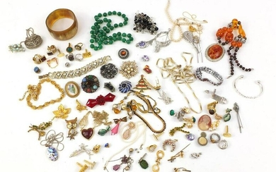 Vintage and later jewellery including brooches