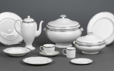 Wedgwood. A part Wedgwood 'Amherst' pattern dinner service