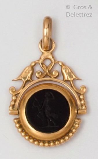 Yellow gold pendant, decorated with an intaglio on...