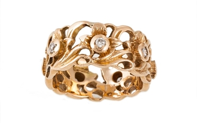 A 14CT YELLOW GOLD RING, with floral motif and diamond detai...