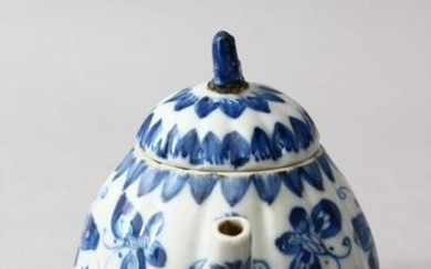 A 19TH CENTURY CHINESE BLUE* WHITE PORCELAIN MOULDED