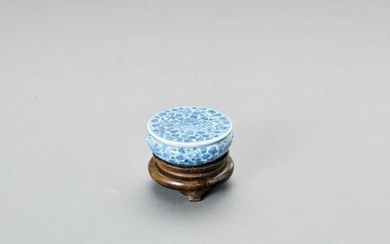 A BLUE AND WHITE PORCELAIN SEAL PASTE BOX AND COVER