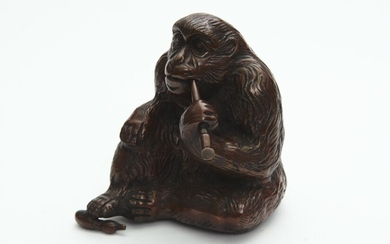 A BRONZE PATINATED FIGURE OF A MONKEY SMOKING A PIPE, 21 CM HIGH, LEONARD JOEL LOCAL DELIVERY SIZE: SMALL