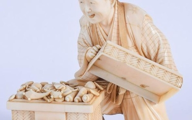 A FINE 19TH CENTURY JAPANESE MEIJI PERIOD CARVED IVORY