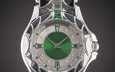 A GENTLEMAN'S SIZE 18K SOLID WHITE GOLD, EMERALD & ONYX