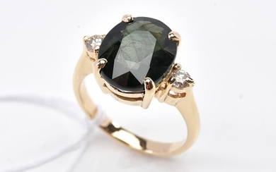 A GREEN SAPPHIRE OF 5.10CTS AND DIAMOND DRESS RING IN 18CT GOLD, SIZE M, 5.8GMS