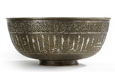 A LARGE SILVER INLAID COPPER BASIN, 17TH CENTURY