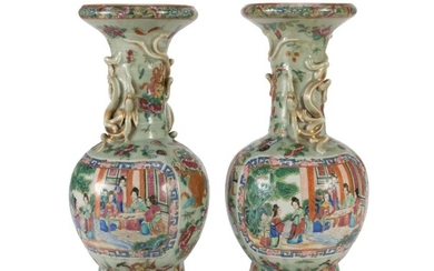A PAIR OF CHINESE POLYCHROME PORCELAINE VASES. EARLY 20TH CENTURY.