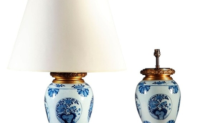A PAIR OF ORMOLU-MOUNTED CHINESE BLUE AND WHITE PORCELAIN VASES, MOUNTED AS LAMPS, LATE 19TH/20TH CENTURY