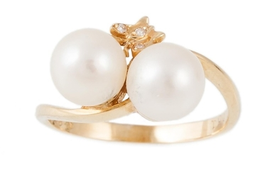 A PEARL AND DIAMOND CROSSOVER RING, mounted in 18ct yellow g...