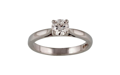 A SOLITAIRE DIAMOND RING, of approx. 0.55ct, mounted in plat...