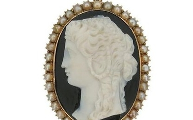 A Victorian hardstone cameo brooch pendant, depicting a...
