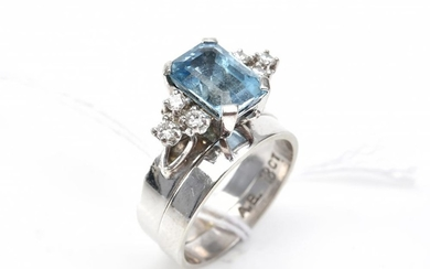 AN AQUAMARINE AND DIAMOND RING SUITE IN 18CT WHITE GOLD AND PLATINUM