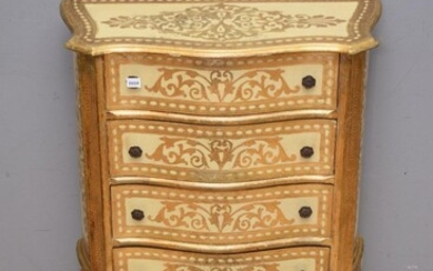 AN EARLY 20TH CENTURY ITALIAN FLORENTINE GILTWOOD FOUR DRAWER CHEST OF DRAWERS (82H X 62W X 29D CM)