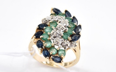 AN EMERALD, SAPPHIRE AND DIAMOND CLUSTER RING IN 14CT GOLD, RING SIZE M, 5.3GRAMS