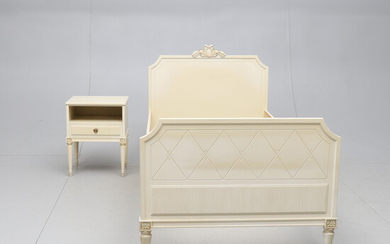 BEDROOM AND BED TABLE, Gustavian style, second half of the 20th century.
