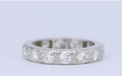 DIAMOND ETERNITY RING, set with diamonds totalling approx. 1...