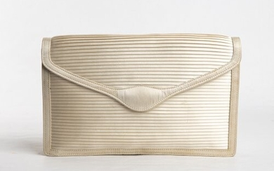 GUCCI SILK POCHETTE 50s Ivory silk pochette General Conditions grading...