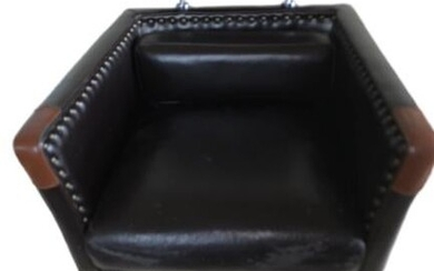 MODERN LEATHER MAGAZINE CHAIR