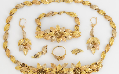 Necklace, a pair of earrings, ring, bracelet, 18K gold in three colours