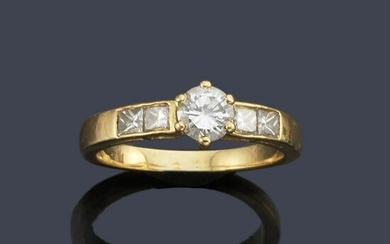 Ring with princess and brilliant cut diamonds