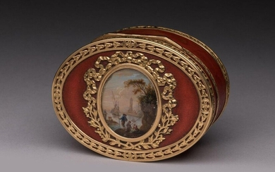 TABATIÈRE with an oval-shaped PORTUGAL SCENE in yellow gold, the lid decorated with a miniature depicting a port scene with a town in the North. Gold frieze with openwork flower motifs, the medallion surrounded by ribbons and foliage. Antique red...