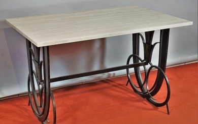 Wrought iron coffee table with patina, the top in travertine, circa 1930. 60 x 95 x 60 cm.