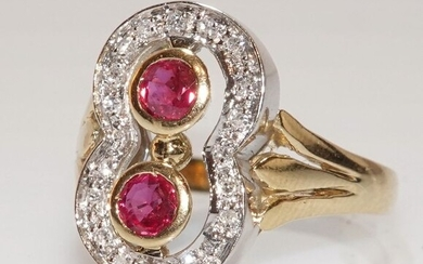 18 kt. White gold, Yellow gold - Ring 2 rubies 0.30 ct. - 20 diamonds 0.20 ct.