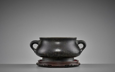 A HEAVILY CAST BRONZE CENSER, QING DYNASTY