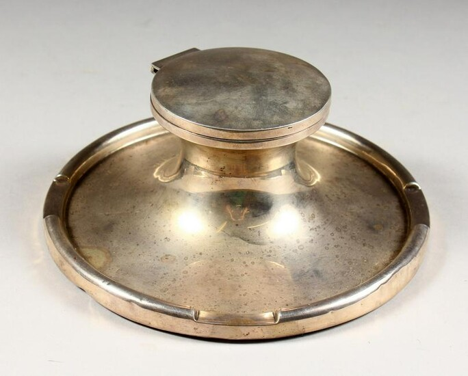 A LARGE HEAVY CIRCULAR CAPSTAN INKWELL. 7.5ins