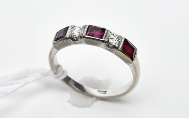A RUBY AND DIAMOND SET BAND IN 18CT WHITE GOLD, RING SIZE K