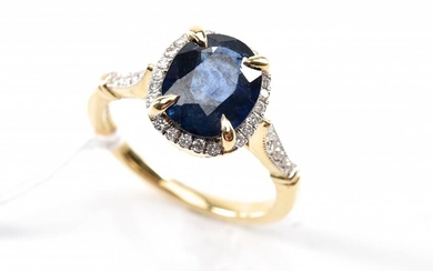 A SAPPHIRE OF 2.83CTS AND DIAMOND CLUSTER RING IN 18CT GOLD, SIZE O, 5.5GMS