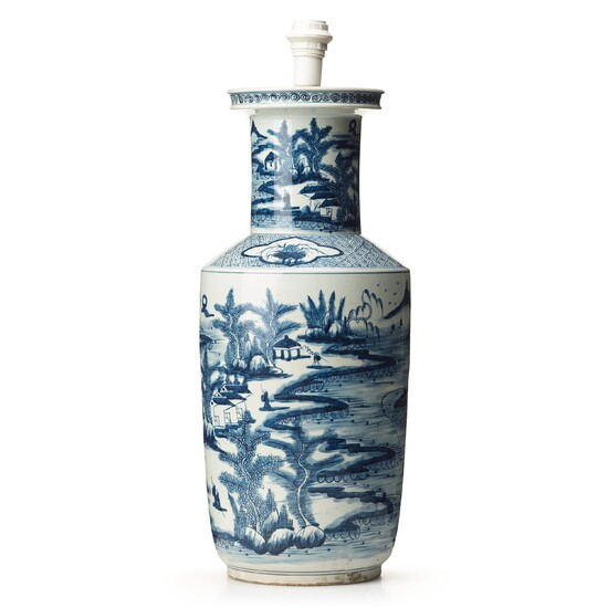 A large blue and white vase, late Qing dynasty, circa 1900.