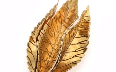 SOLD. A leaf shaped brooch of 18k gold. App. 4.2 x 2.3 cm. Weight app....