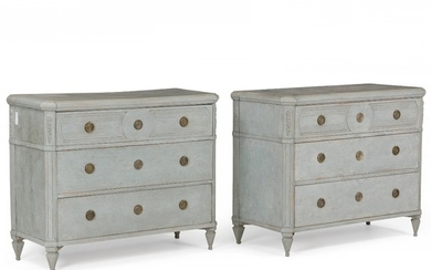 A pair of painted Swedish commodes, each with three broad drawers. Gustavian style. H. 83 cm. W. 105 cm. D. 47 cm. (2).